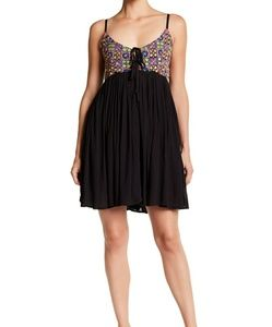 Romeo & Juliet Couture Dresses - ⬇️■ Romeo + Juliet■(M) Embroidered Cami Dress